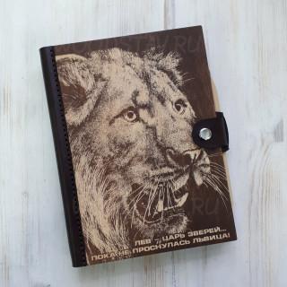 Ежедневник из дерева и кожи львица (LW-00036)