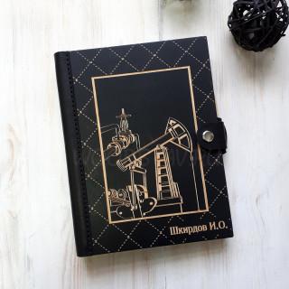 Ежедневник из дерева и кожи для нефтяника (LW-00038)