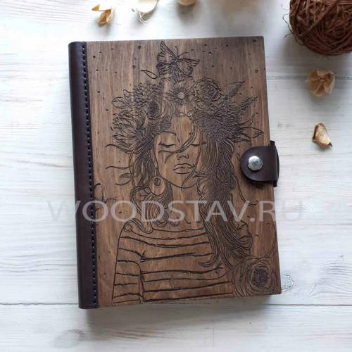 Ежедневник из дерева и кожи Девушка с цветами